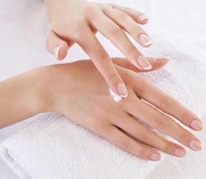 冬や夏、季節の変わり目、お湯など 手が荒れる原因と手荒れの予防・治し方