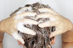 抜け毛の予防!効果的な髪の洗い方・マッサージの仕方とは